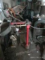 山东临沂出售二手切割机和塑料液压榨油机机械和人工叉车