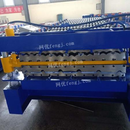 供应三层压瓦机840-900-850波纹顶板设备发往淄博