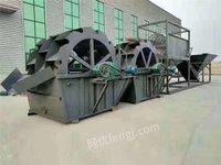 广东深圳低价出售筛沙洗砂机平板振动筛细沙流水线移动破碎治机