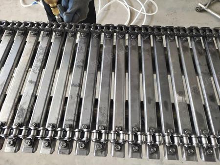 供应冲孔链板 高温输送带挡板式板链