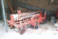 河北石家庄拖拉机,小麦.玉米.黄豆播种机出售 10000元