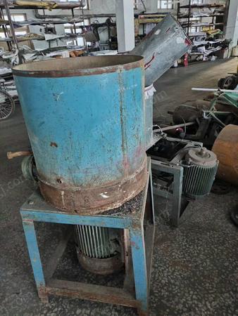 厂处理600锭收丝机,2台打料机,3万跟纱管,比废铁价高就处理