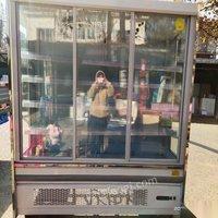 安徽芜湖出售九九成新风幕柜。