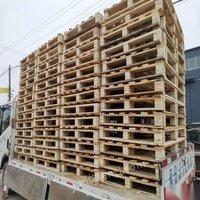 山東濰坊出售九成新托盤包裝箱 外徑22*84的80元/個,外徑1.32米*77*63的100元/個