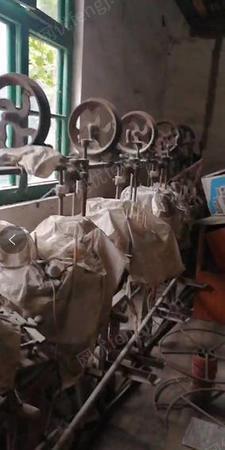 電線廠出售河南45擠出機3臺,小型編織機1臺,有圖片