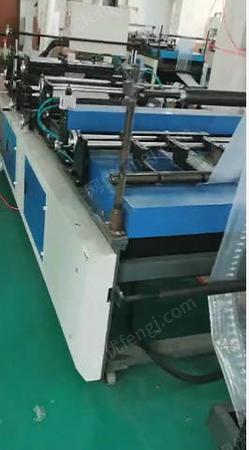 包裝制品廠出售浙江80公分、1.2M汽柱袋制袋機10臺,有圖片
