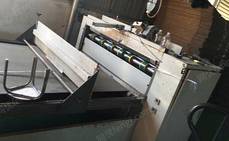 紙箱廠出售河北2.8M單色2色水墨印刷機2臺,1400半自動釘箱機1臺,1400半自動粘箱機1臺,有圖片