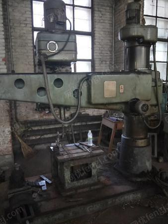 廠處理6140/50/20/30普通車床5臺,萬能銑床、壓刨、50中捷搖臂鉆、立鉆各一臺