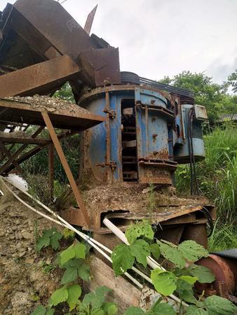,福建 三明出售1套制砂機,有300*700的鄂破,螺旋機等設備,處理價七八萬