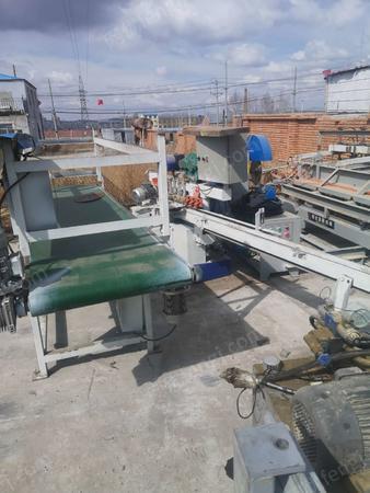 木材加工廠出售20米新式拼板機、1.3*5液壓拼板機、1.3雙砂砂光機、3米推臺鋸4-5臺,有圖片
