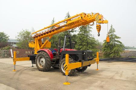 厂家定制16吨拖拉机吊车报价 拖拉机改装吊钻立杆一体机 质量好价格公道