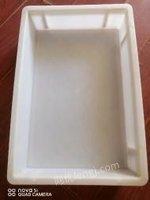 湖北武汉出售200个白色无盖可重叠塑料盒 长44厘米,宽30厘米,高8厘米