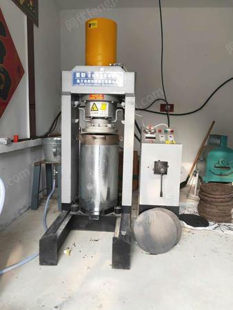 出售可以自动压榨花生油的榨油机器一套