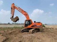 出售个人斗山220挖掘机
