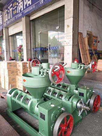 供应河南郑州荥阳登封食用油标准的榨油机