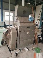 新疆阿克苏出售二手对辊剥壳机油脂设备规格齐全