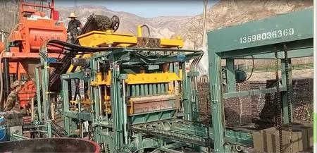 砖厂处理郑州5块/次全自动制砖设备1套,叉车,铲车各1台(详见图)