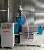 浙江杭州因拆迁 油博士380型榨油机一套转让,电脑自动上料机,炒料机,油渣分离机。