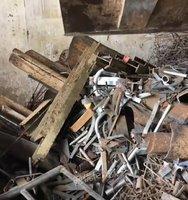 收购各种废铁,报废车
